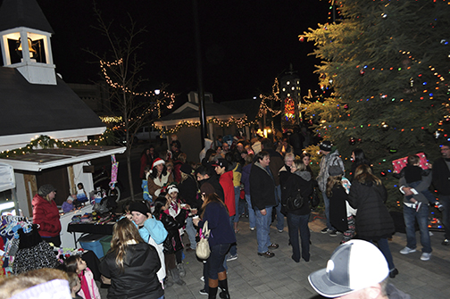 Redmonds Holiday Village  Market