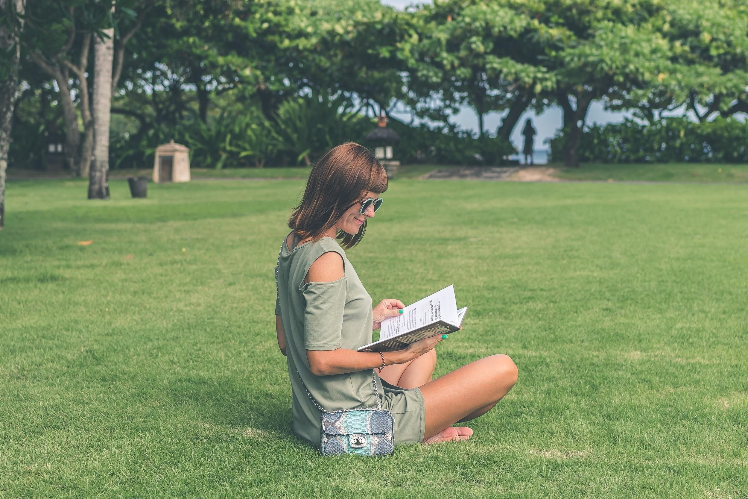 reading-in-park