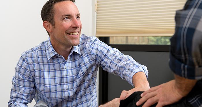 dr-bollom-examines-a-walk-in-knee-injury