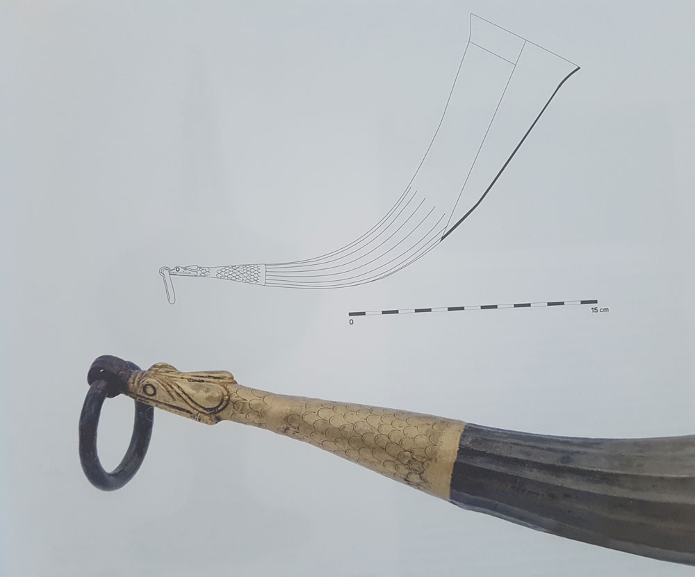 silver-horn-with-gold-snake-final-1